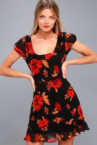 Isla Mujeres Red And Black Floral Print Ruffled Dress at Lulus.com!