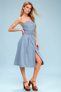Barton Light Wash Strapless Denim Midi Dress at Lulus.com!
