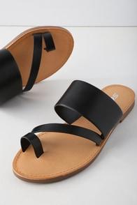 Avena Black Flat Sandals