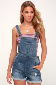 Celeste Medium Wash Distressed Short Overalls at Lulus.com!