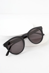 The Shake Appeal Matte Black Round Sunglasses at Lulus.com!