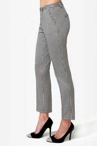 Release the Houndstooth Cropped Pants at Lulus.com!