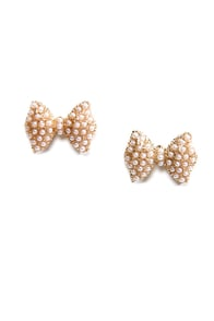 Bow-zone Layer Pearl Earrings at Lulus.com!