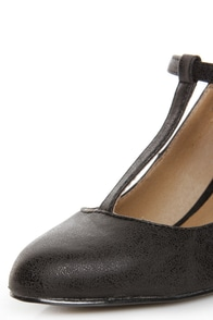 GoMax Roxanne 01X Black T-Strap Pumps at Lulus.com!