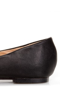Restricted Gimlet Black and Gold Cap-Toe Pointed Flats at Lulus.com!