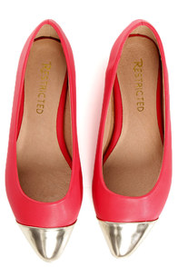 Restricted Gimlet Coral and Gold Cap-Toe Pointed Flats at Lulus.com!