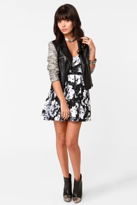Motel Pearl Floral Print Strapless Dress at Lulus.com!