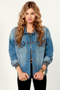 Sabbath Fray Shredded Jean Jacket at Lulus.com!