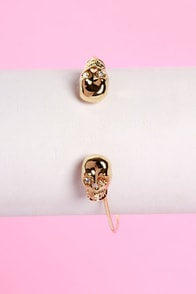 Skull-ture Club Gold Clutch Bracelet at Lulus.com!