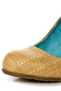 Blowfish Illi Natural Faux Straw Print Wedges at Lulus.com!
