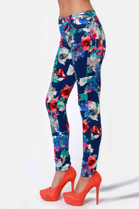 Graphic Violets Blue Floral Print Pants at Lulus.com!