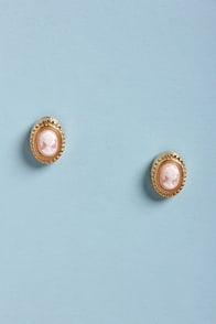 Cam-e-Oh! My Gold Cameo Earrings at Lulus.com!