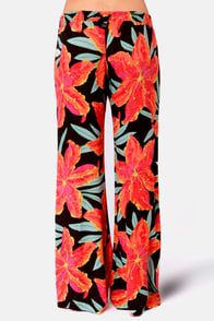 Billabong Gypsy Outlaw Floral Print Pants at Lulus.com!