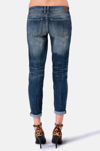 Dittos Riley Distressed Cropped Boyfriend Jeans at Lulus.com!