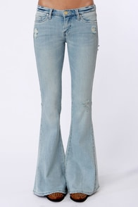 Blank NYC The Belle and Whistle Distressed Bell-Bottom Jeans at Lulus.com!