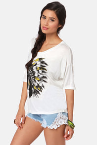 Lira Headdress Print Tee at Lulus.com!