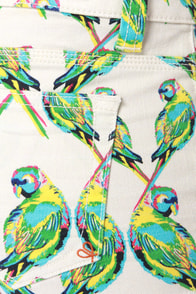 Dittos Misty Love Birds Print Jean Shorts at Lulus.com!