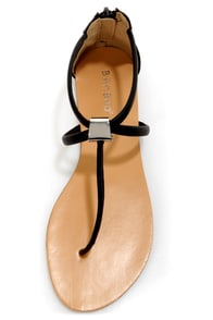 Bamboo Grayson 01 Black T-Strap Thong Sandals at Lulus.com!
