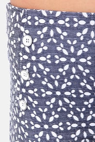 Eyelets in the Sun Dark Blue Print Shorts at Lulus.com!