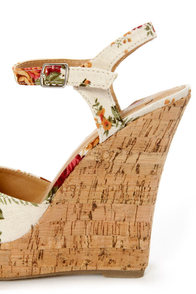 My Delicious Life Natural Rose Floral Print Wedge Sandals at Lulus.com!