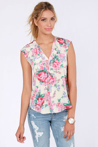 Judy Blooms Floral Print Top at Lulus.com!