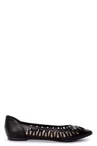 Dia 01 Black Cutout Pointed Flats at Lulus.com!