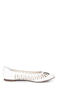Dia 01 White Cutout Pointed Flats at Lulus.com!