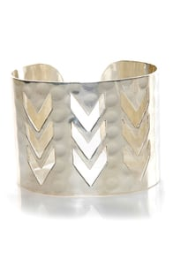 Zad Chevron Crossing Silver Cuff Bracelet at Lulus.com!