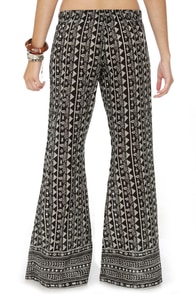 Billabong Cosima Pull-On Black Print Pants at Lulus.com!