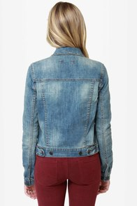 Dittos Sabrina Medium Wash Denim Jacket at Lulus.com!