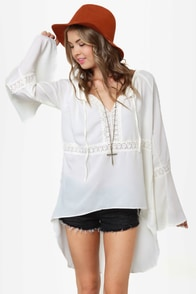 Gypsy Junkies Casablanca Ivory Lace Tunic at Lulus.com!