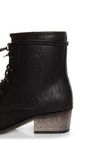 Pisa 25 Black Kiltie Lace-Up Ankle Boots