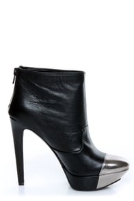 Jessica Simpson Essas Black and Silver Cap-Toe Platform Booties at Lulus.com!