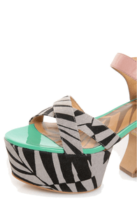 Matiko Monacco Light Red & Black Print Platform Sandals at Lulus.com!