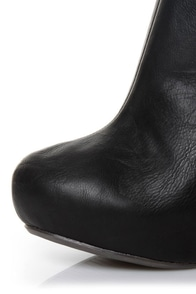 Qupid Puffin 05 Black Cutout Ankle Booties