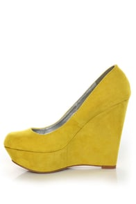 Qupid Worthy 01 Yellow Suede Platform Wedges