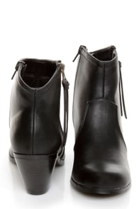 Soda Aloe Black Side Zipper Ankle Booties at Lulus.com!