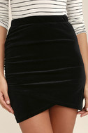 Celebrate the Feeling Black Velvet Bodycon Skirt 5