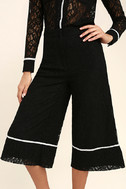 Style Guide Black Lace Culottes 5