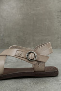 Blowfish Drum Birch Taupe Flat Sandals 7