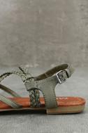 Mia Dannie Spring Khaki Flat Sandals 7