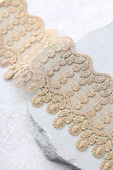 Queenly Gold Lace Choker Necklace 2