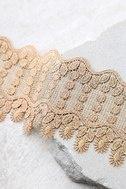Queenly Gold Lace Choker Necklace 3