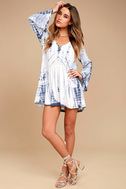 Amuse Society Topaz Blue and White Tie-Dye Long Sleeve Dress 2