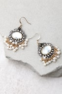 Luxe Looks Gold and Pearl Earrings 3