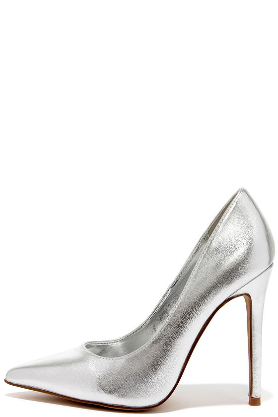 44b83a1362b Click Your Heels Silver Pointed Pumps