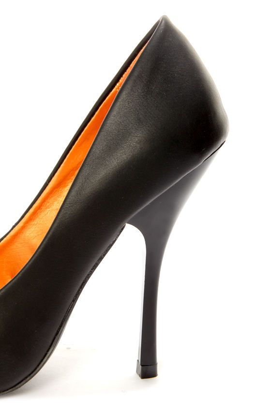 Shoe Republic LA Dawson Black Pointed Pumps at Lulus.com!