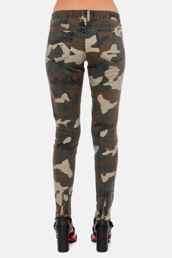 Billabong Seeker Camo Print Skinny Jeans at Lulus.com!