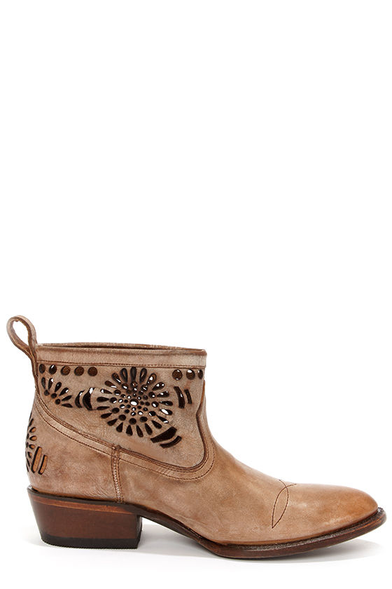 Matisse Shelby Beige Burnished Leather Cutout Ankle Boots at Lulus.com!