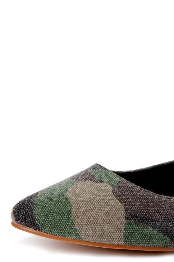 Coconuts Justice Green Camo Print Pointed Flats at Lulus.com!